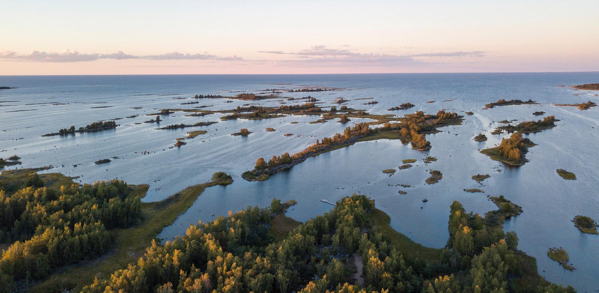 Kvarken Północny - cieśnina w środkowej częsci Zatoki Botnickiej. Od 200 roku wpisana na listę Światowego Dziedzictwa Kulturowego i Przyrodniczego Ludzkości organizacji UNESCO.