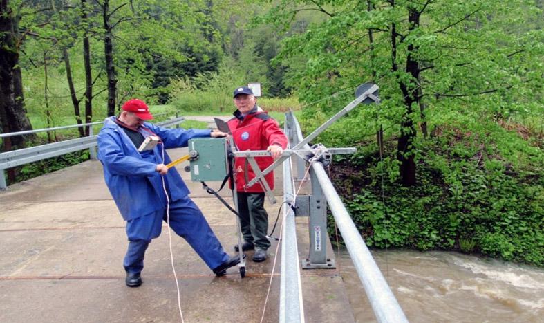 Wyciąg mostowy mechaniczny do pomiarów hydrometrycznych wykonywanych z mostu za pomącą sądy ciężarkowej z przyczepionym młynkiem hydrometrycznym [IMGW-PIB, Katowice].