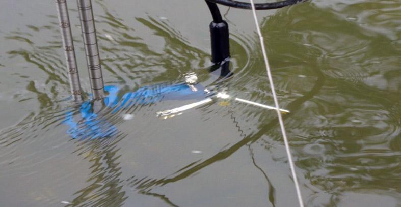 FlowTracker firmy SonTek – akustyczny czujnik prędkości przepływu do płytkich wód [IMGW-PIB, Katowice].