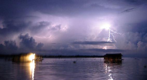Burza nad rzeką Catatumbo (źródło: Wikipedia).