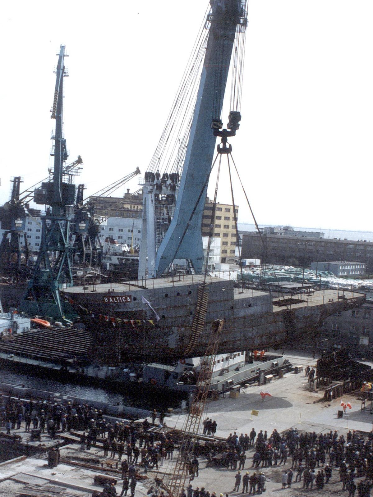 """Wodowanie """"Baltiki"""" 22 kwietnia 1992 roku. Fot. archiwum MIR-PIB."""
