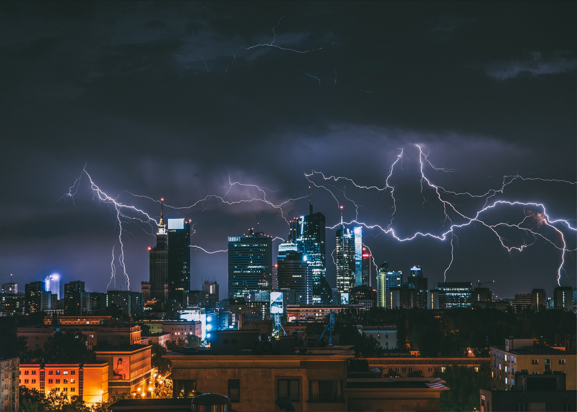Burza w Warszawie. F. Krzysztof Kotkowicz on Unsplash.