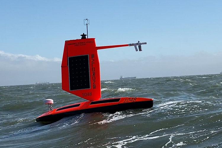 Saildrone Explorer podczas testów w zatoce San Francisco [źródło: https://www.saildrone.com/].