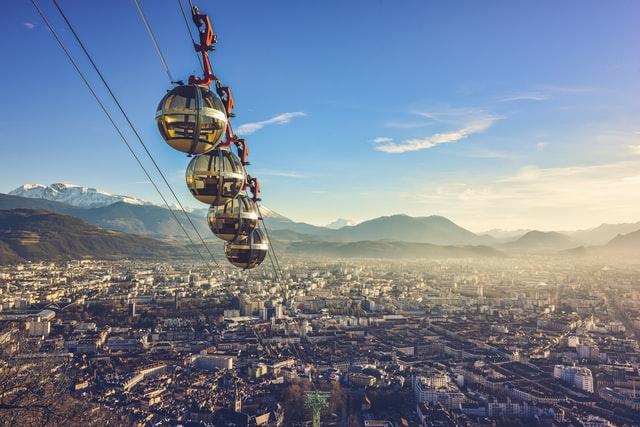 Grenoble, Francja (fot. Fabe Collage on Unsplash).